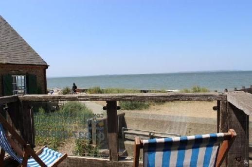 43ea60c21786e35ba5aedd04143ba168--beach-style-hut.jpg