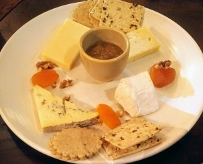 Steve chose the Cheese plate: Boy Laity Cornish Camembert, Lyburn Gold, Cheviot and Brighton Blue served with homemade chutney, dried fruit, nuts and crackers